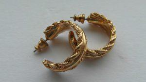 Wird häufig aus 585er Gold hergestellt: Goldschmuck